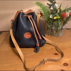 💙💙💙VINTAGE DOONEY & BOURKE NAVY BLUE BUCKET BAG